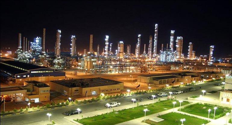سیاست های غلط وزارت نفت فعالیت صنایع پتروشیمی را با مشکل مواجه کرده است